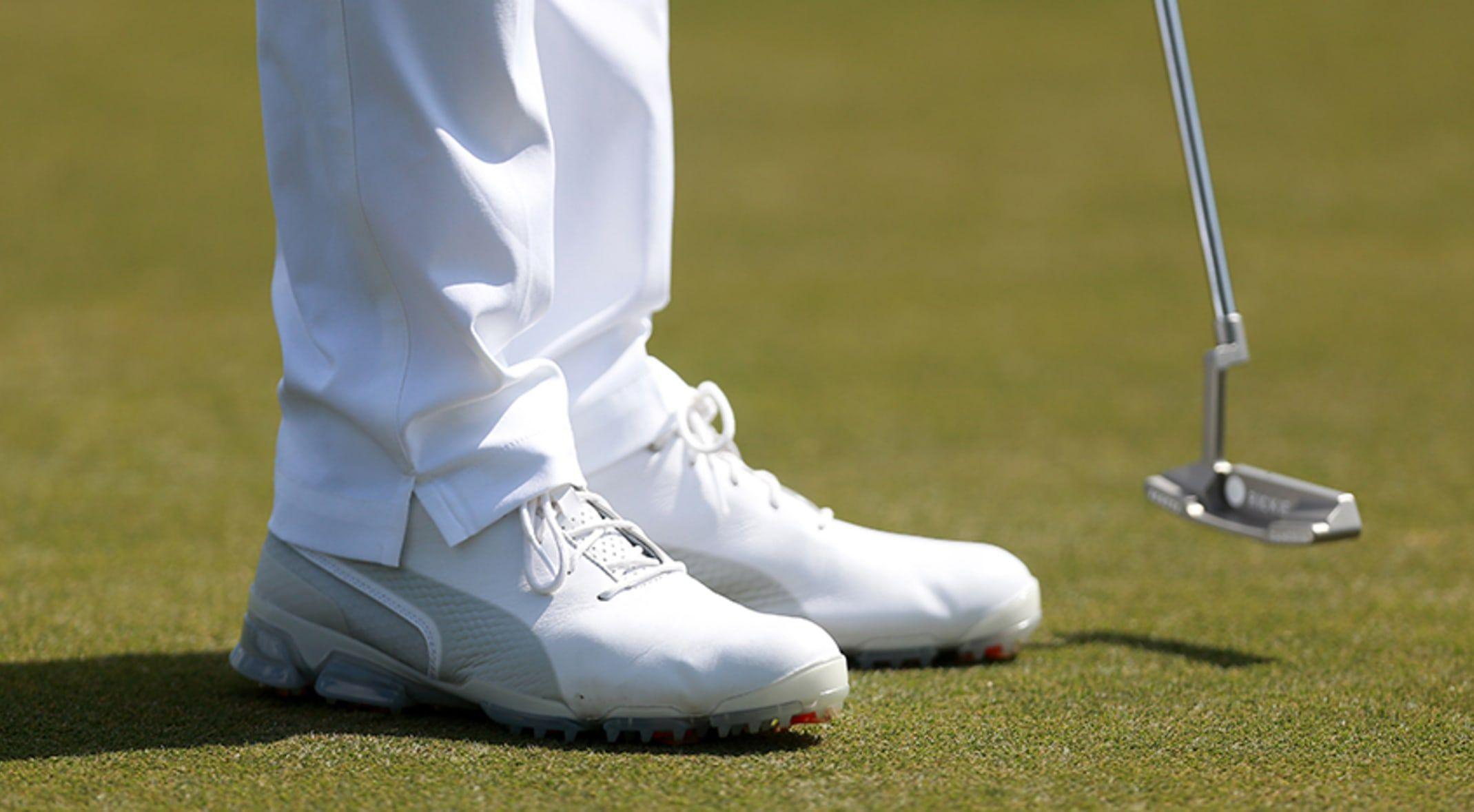 1. FootJoy Men's DryJoys Tour Golf Shoes